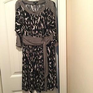 Women's quarter sleeve dress.